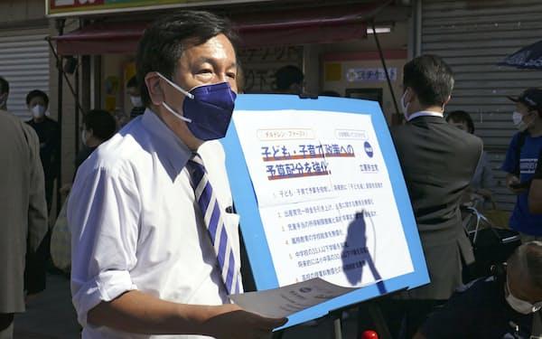 公約を発表する立憲民主党の枝野代表(3日午後、愛知県一宮市)=共同