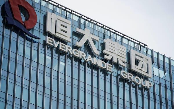 中国恒大は債務不履行への懸念が高まっている=ロイター