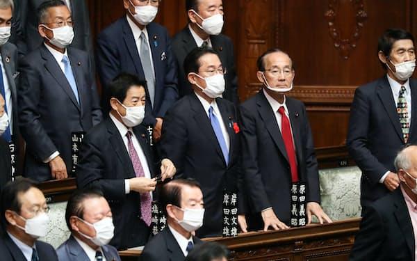 首相指名選挙の衆院本会議に臨む自民党の岸田文雄総裁(4日)