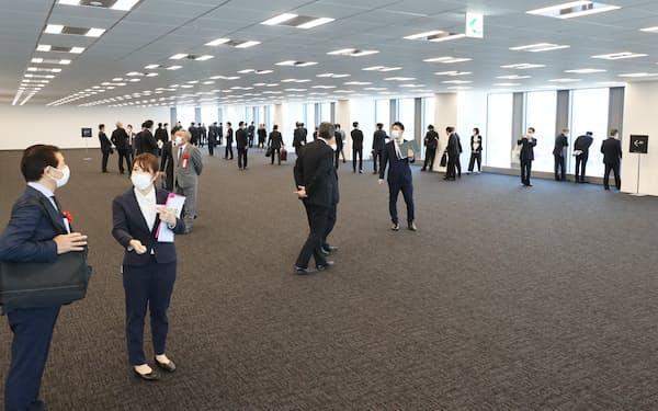 天神ビジネスセンターのオフィスフロア(4日、福岡市)