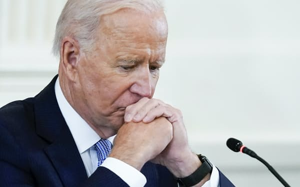 バイデン大統領は対中通商政策で難しい決断を迫られる=AP