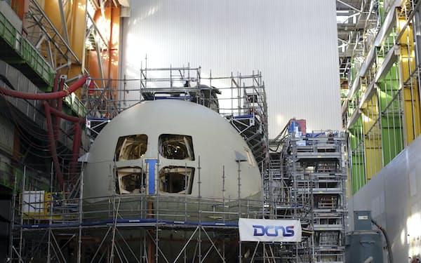 潜水艦を建造する予定だったシェルブール港。受注を失ったことはフランスの防衛装備輸出にとっては悪い知らせにほかならない=AP