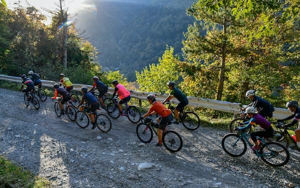 日光ではサイクリスト向けの1泊2日ツアーで10人の参加者が奥鬼怒を目指して汗を流した