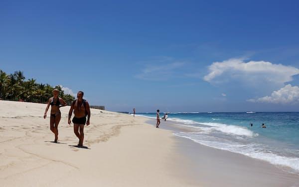 インドネシア政府はバリ島での外国人観光客の受け入れ再開を視野に入れる=ロイター