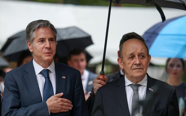 フランスのルドリアン外相(右)とブリンケン米国務長官=ロイター