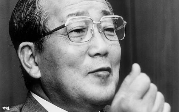 日経新聞のインタビューに答える京セラの稲盛和夫会長(1995年4月8日、当時)