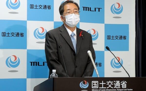 Go To 事業の再開を検討すると述べた斉藤鉄夫国交相(5日、東京・霞が関)