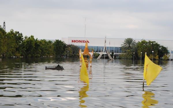 タイ大洪水では約450社の日系企業の工場が水没した(2011年10月、中部のアユタヤ県)