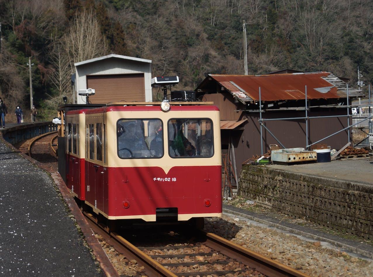 旧三江線を走る江の川鉄道のトロッコ列車