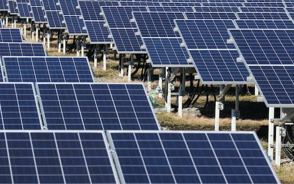 ソニーは太陽光発電の電力などを事業に活用する(写真は福島県相馬市のソーラーパネル)