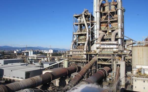 採算改善へ大幅値上げに踏み切る(太平洋セメントの工場)
