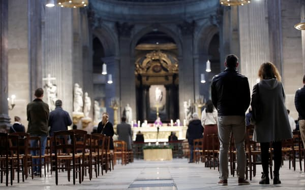 フランスのカトリック教会がスキャンダルに揺れている(2020年11月、パリ)=ロイター