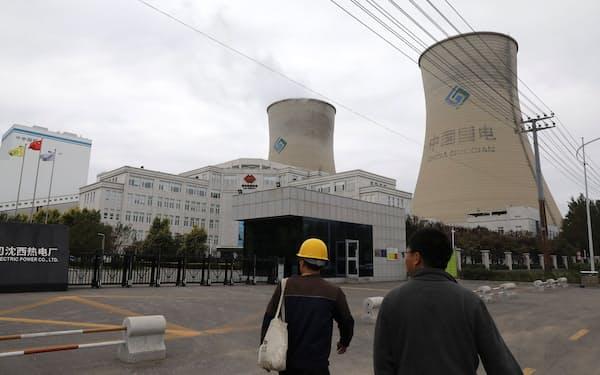 中国・遼寧省の石炭火力発電所=ロイター