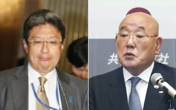 内閣官房参与に再任された今井氏(左)と飯島氏=共同