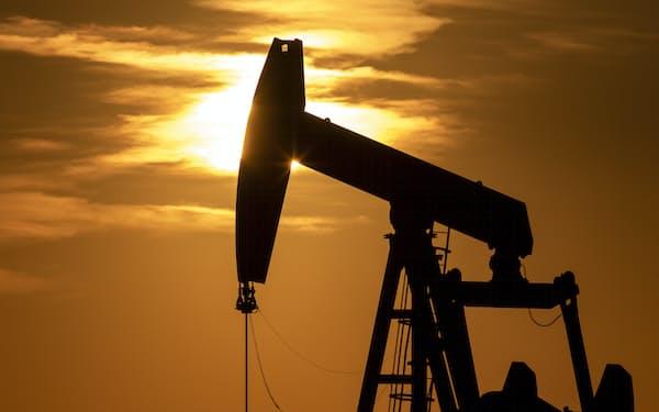 脱炭素の潮流が原油生産の逆風に(米テキサス州)=AP