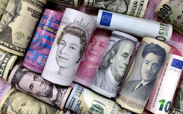 基軸通貨、米ドルの国際決済シェアは低下傾向=写真はロイター