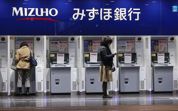 みずほ銀行では2021年に入ってすでに8回のシステム障害が起きた=共同