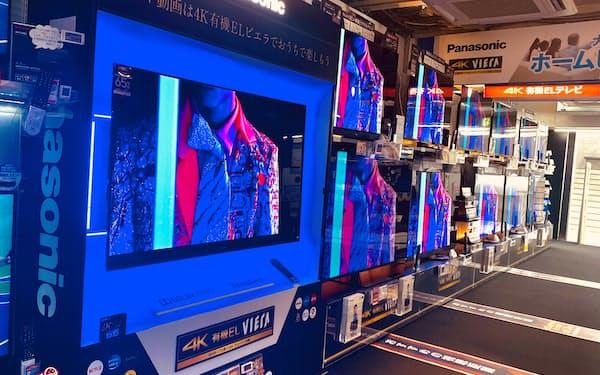 巣ごもり需要の一巡で液晶テレビの店頭販売が落ち込んでいる(都内の家電量販店)