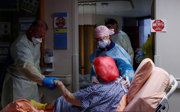 新型コロナ禍での「超過死亡」でも人種間の差が明らかになった(9月21日、米南部フロリダ州の病院)=ロイター