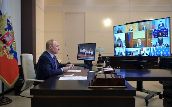 ロシアのプーチン大統領は6日のオンライン会議で、新パイプラインの早期稼働を進める方針を示唆した=ロイター
