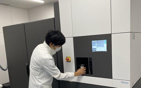 中外製薬が導入したクライオ電子顕微鏡(同社提供)
