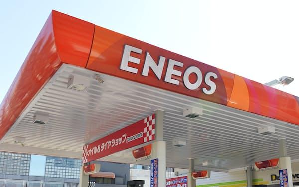 石油需要減退への危機感が今回の買収を後押しした(ENEOSの給油所)