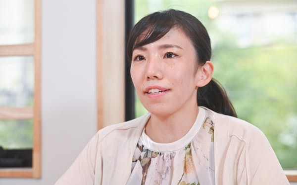 かわぐち・かな 1991年大阪府高石市生まれ。14歳でホームレス問題に関心を持ち、炊き出しなどの活動を開始。2010年、大阪市立大学在学中に設立した「Homedoor」はNPO法人となり、シェアサイクル事業「HUBchari」を手掛ける。