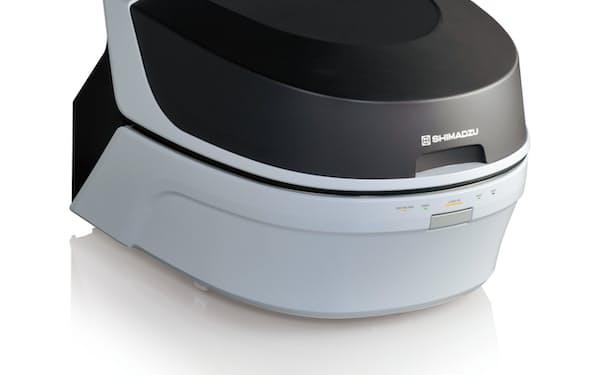 固体や粉体、液体などを装置内に入れると、対象物の元素を分析できる