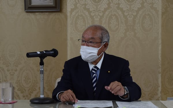 鈴木氏はPB黒字化に向けた取り組みを強化すると明言した(7日、東京・霞が関)