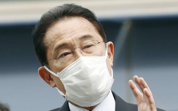 静岡市で街頭演説する岸田首相=共同