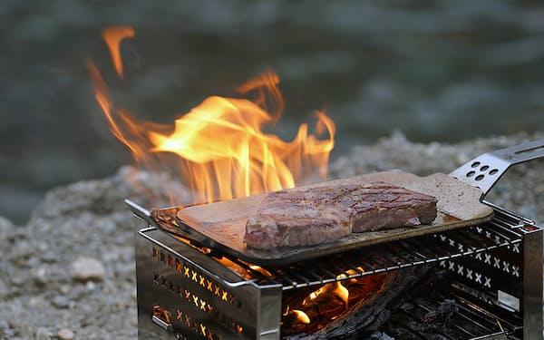 フジノスの商品は、アウトドアの調理シーンに合わせて形の組み換えが可能だ