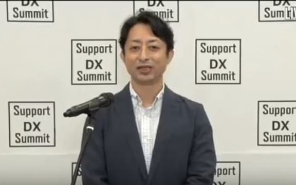 オンライン配信であいさつするモビルスの石井智宏社長