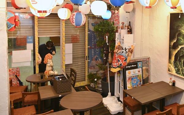 8月は緊急事態宣言下で、飲食への影響も目立った(名古屋市)=共同