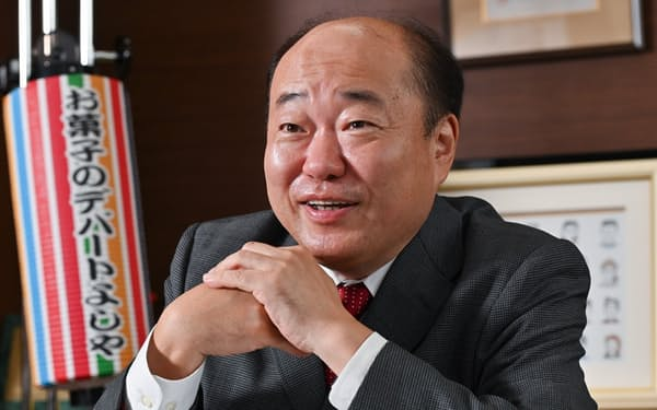 かみよし・かずとし 1966年大阪府生まれ。京都産業大学卒業後、父が創業した吉寿屋入社。2016年に社長就任。「思いやり世界一の会社」を目標に掲げ、創業以来56年連続で黒字経営。菓子卸業界トップクラスの利益率を誇る。