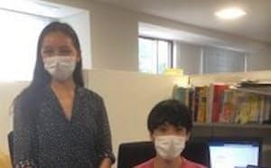 京都大学大学院総合生存学館の2回生のマークォート・ゼルダ・ミア・ナカタさん(左)と3回生の大木有さん