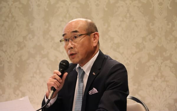 「工期短縮につながるよう鋭意努力する」と話す市橋信孝理事長(8日、福井市)