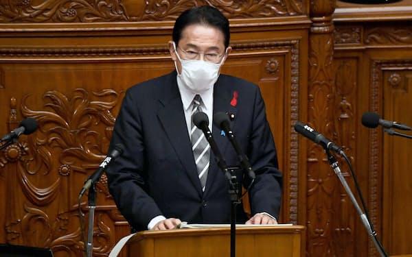 衆院本会議で所信表明演説をする岸田文雄首相(8日)