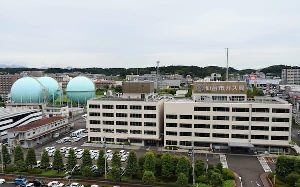 仙台市ガス局の建物とガスフォルダー