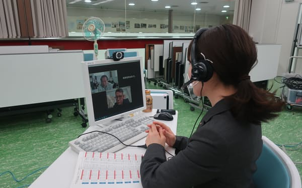 長野信金は今年からオンライン商談会に取り組み、顧客の販路開拓などを支援する(商談会の様子)