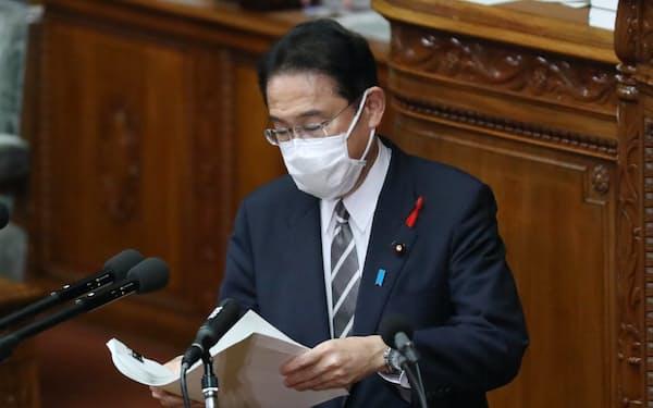 衆院本会議で所信表明演説に臨む岸田文雄首相(8日)