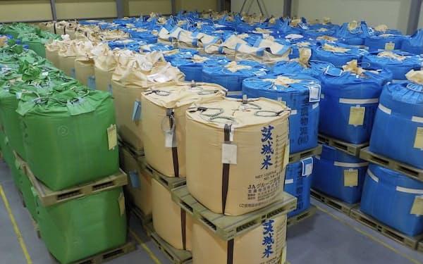 コメ卸は在庫を抱え、新米の調達を手控えている(関東地方の倉庫)
