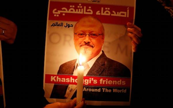 殺害されたサウジアラビア人記者ジャマル・カショギ氏のポスター(2018年、イスタンブール)=ロイター