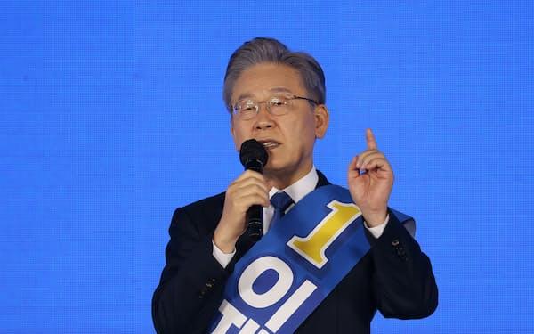 10日、ソウル市内で演説する李在明・京畿道知事=ロイター