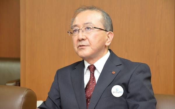 インタビューに答える北海道電力の藤井裕社長(8日)