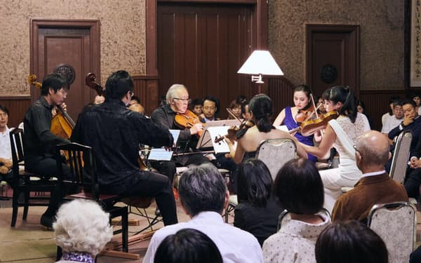 「アンサンブル・アモイベ」は教会やホールを中心に室内楽公演を行う