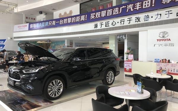 トヨタ自動車の9月の中国販売は半導体不足の影響で落ち込んだ(広東省広州市の販売店)