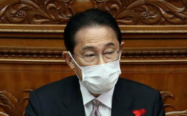 衆院本会議で立憲民主・枝野代表の質問に答える岸田首相(11日)