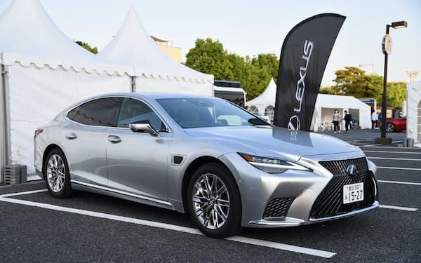トヨタ自動車の高度運転支援システム「Advanced Drive(アドバンストドライブ)」を搭載する「レクサスLS」(撮影:日経Automotive)