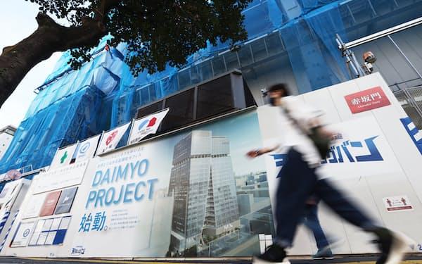 ホテルやオフィスなどが入る高層ビルの建設が進められる旧大名小跡地(11日、福岡市)