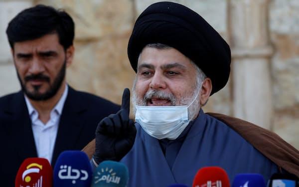 「行進者たち」を率いるイスラム教シーア派指導者サドル師(2月)=ロイター